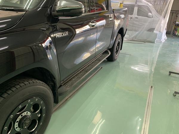 トヨタ ハイラックス 社外ステップ 持ち込みによる取り付け 相模原市