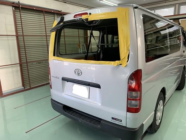 トヨタ ハイエース バックドア 板金塗装 相模原市